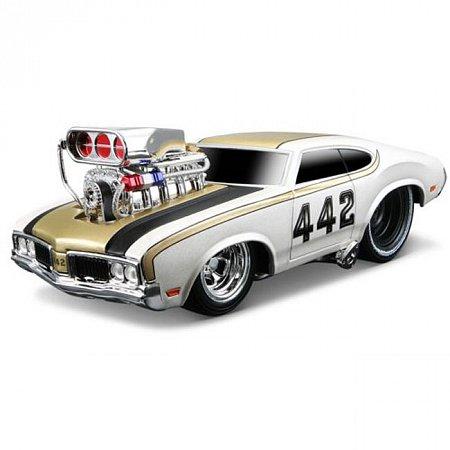 Автомодель (1:24) 1970 Oldsmobile 442. Maisto 32236 met. white