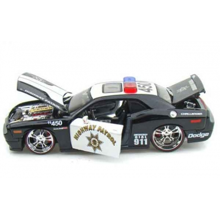 Автомодель (1:24) 2008 Dodge Challenger SRT8 (Rescue Force) чёрно-белый - тюнинг, Maisto 31342 black/white